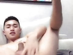 young chinese fingering his nice ass (1'22'')