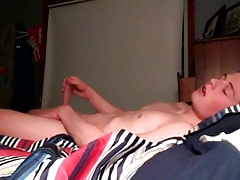 Sexy Boy Wank on Cam in his Bed